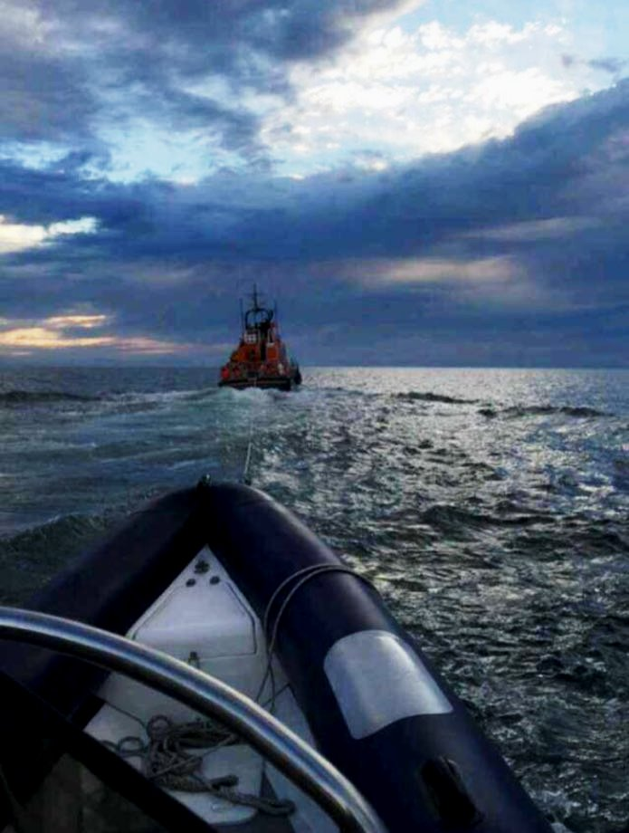 Our thanks to the RIB crew for the photograph of the tow-in.